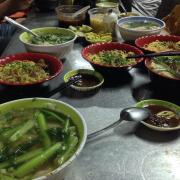 Nguyên bàn ăn