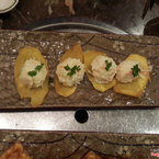 Không gian quán rộng, sang trọng, ấm cúng, rộng rãi, hình như là có 3 tầng.  Nước lẩu ngon, menu nhiều loại nấm lạ để lựa chọn, ngoài ra còn có thịt bò, hải sản ... Thích mấy loại mỳ ở đây, dai dai giòn giòn, ăn thấy lạ :)) nhìn thì ít mà ăn thì quá no