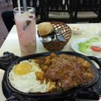 Beefsteak và món ăn kèm, nước uống