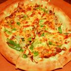 Pizza viền phô mai siêu dày. Phần hafl - hafl này 1 bên là supream 1 bên là cái j đó quên tên rồi ^^ - Giá:  khoảng 150k cái này