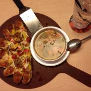 Pizza cuộn xúc xích