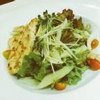 Garden salad 90 , extra Ức gà thêm 30k