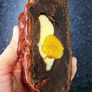 Bánh trung thu nhân phô mai trứng muối vị Tiramisu sô cô la