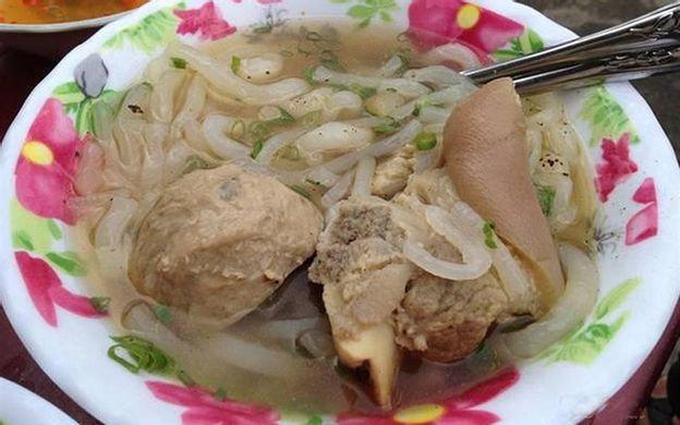 Cuối đường Nguyễn Văn Nguyễn Quận 1 TP. HCM