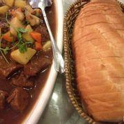 Bò nấu tiêu xanh và bánh mì