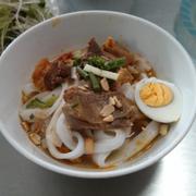 Mỳ Quảng với thịt sườn, bò và tôm