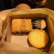 tart trứng, bánh american gì đó mà lần nào qua cũng phải mua :'(
