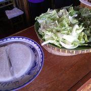 Bánh tráng và rau sống