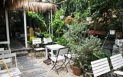 C'EST MOI Cafe