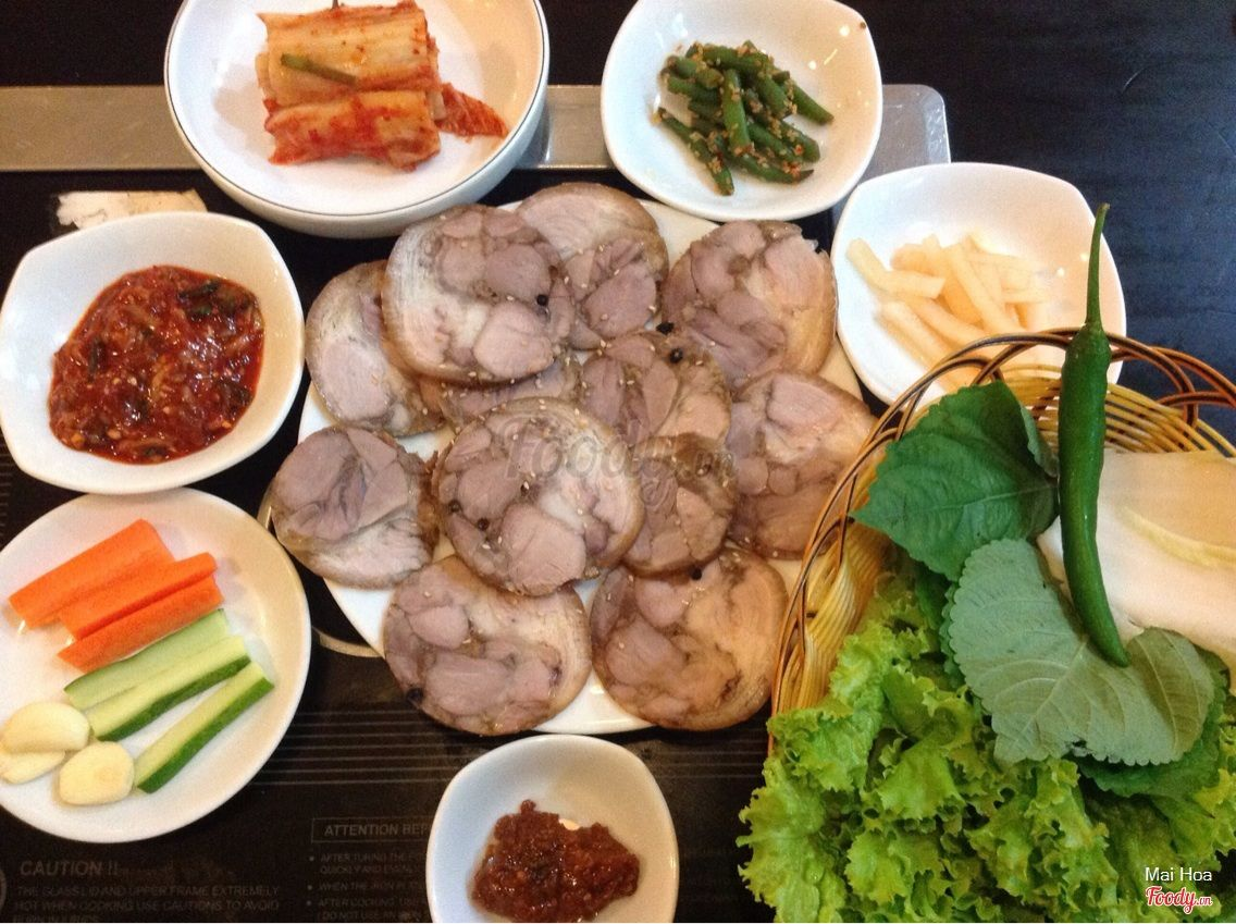 """Ăn ngập mặt tại 20 con đường ăn uống """"nổi như cồn"""" ở Sài Gòn"""