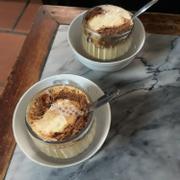 Quán cafe tuy hơi nhỏ nhưng đồ uống rất chất lượng. Mình kết món cacao trứng lắm nhe 😍