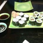 Maki bơ táo và maki cá hồi salad