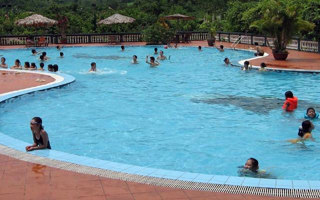 Hồ Bơi Lao Động