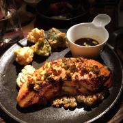 Cá hồi nướng pistachio