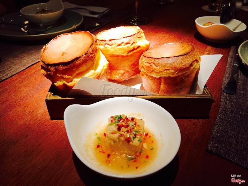 Bánh mì + phomai ngâm thảo mộc, món này ngon