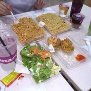Công nhận cơm chiên ngon, mấy món kia cũng oke hết. Mỗi tội mình ăn shushi không được !