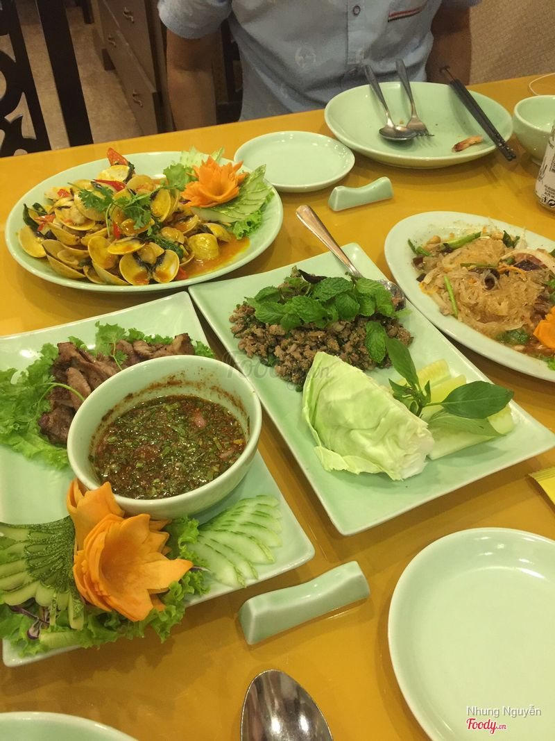 Th i sawasdee authentic thai cuisine b tri u for Authentic thai cuisine