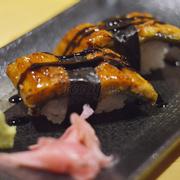 sushi lươn nướng