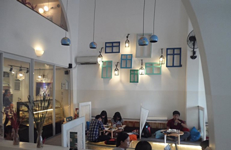 Oia Castle - Cafe & Restaurant - Lê Thúc Hoạch