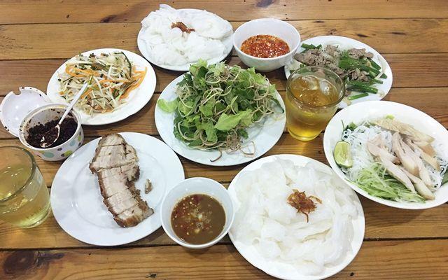 Dung Ngô - Bánh Ướt Thịt Quay ở Huế