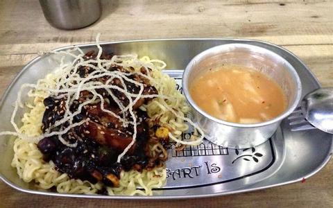 Các quán ăn vặt Nhật & Hàn cho sinh viên Hà Thành