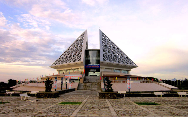 Bảo Tàng Ninh Thuận - Mười Sáu Tháng Tư ở Ninh Thuận