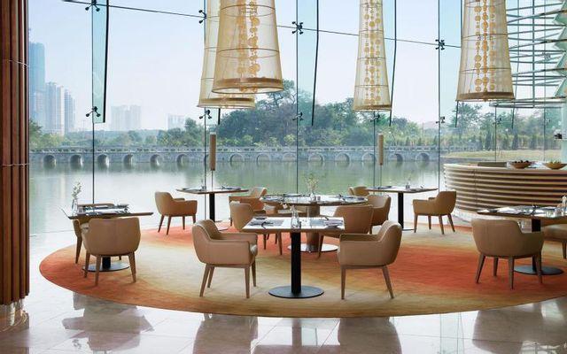 JW Café - JW Marriott Hotel Hanoi ở Hà Nội