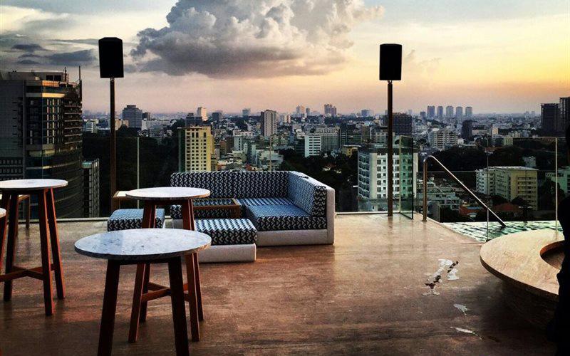 Social Pool Rooftop Bar - Hotel Des Arts Saigon ở Quận 3, TP. HCM