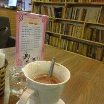 Cafe Sách Đông Tây - Lê Văn Thiêm