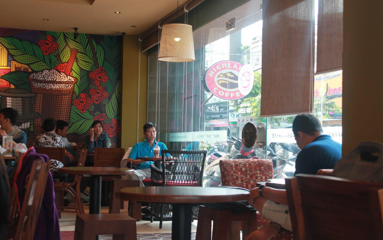 Highlands Coffee - Cách Mạng Tháng 8