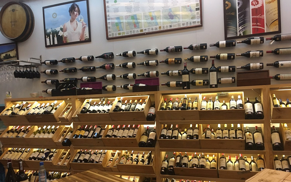 Red Apron Fine Wines And Spirits - Chu Mạnh Trinh