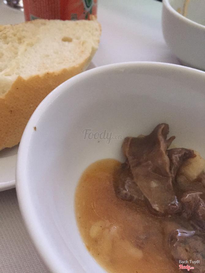 Thịt bò sốt ăn cùng bánh bao
