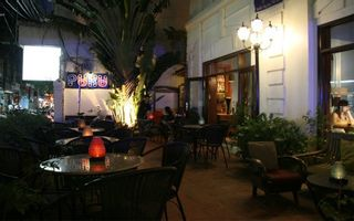 Puku Cafe & Bar