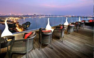 Summit Lounge Bar