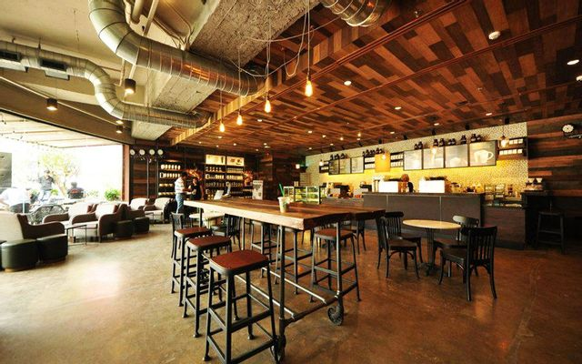 Starbucks Coffee - Phạm Hồng Thái