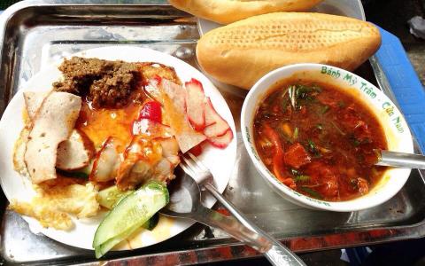 Bánh Mì Sốt Vang Đình Ngang - Hàng Bông