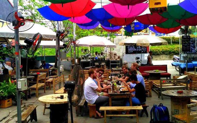 Sidewalk Beer & Grill - Nghi Tàm ở Hà Nội