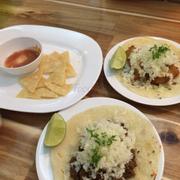 Tacos cá và tacos bò