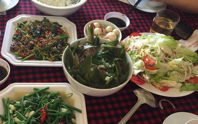 Nhà Hàng Rừng Thông Reo - Cơm & Lẩu ở Lâm Đồng