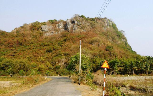 Núi Đá Dựng ở Kiên Giang
