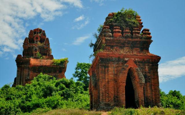 Tháp Bánh Ít - Thôn Đại Lộc ở Bình Định