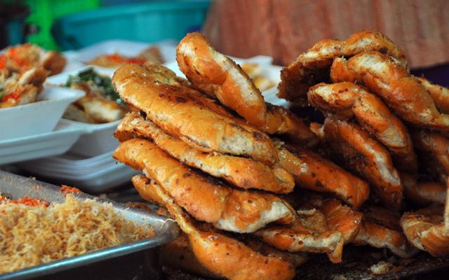 Bánh Mì Nướng Muối Ớt - 2/145 Phan Đình Phùng ở Huế
