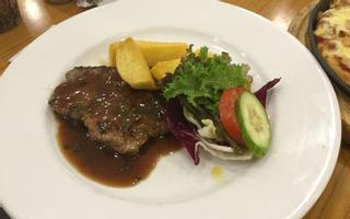 48 Bistro - Beefsteak & Món Âu - Crescent Mall