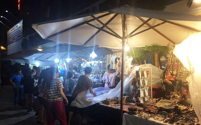 Chợ phiên Sài Gòn - Võ Văn Tần