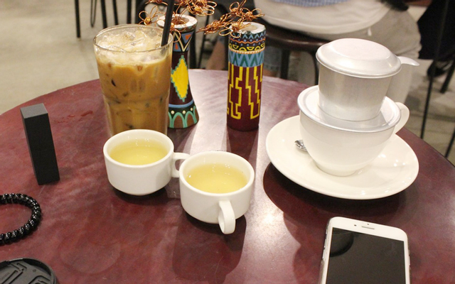 Flat White Coffee & Cakes