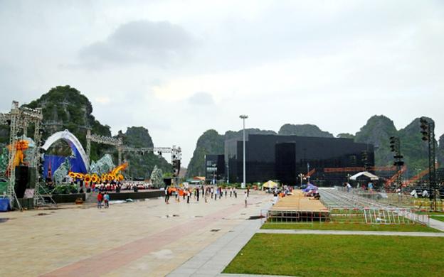 Quảng Trường 30/10 , P. Bạch Đằng Tp. Hạ Long Quảng Ninh