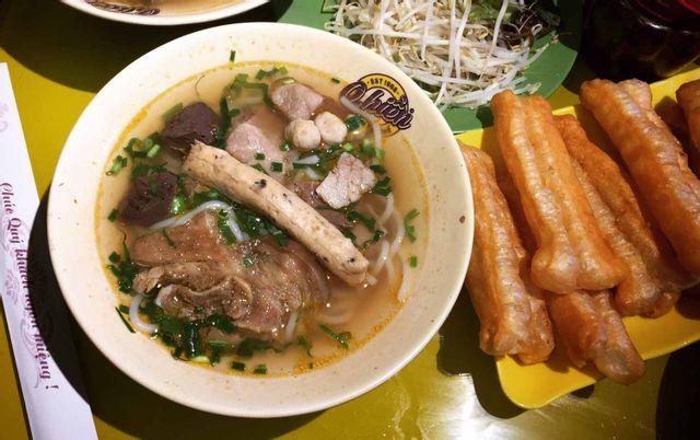 Những quán BÚN BÒ HUẾ siêu ngon ở Hà Nội