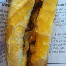 Bánh Mì Thịt Quay Chả Lụa