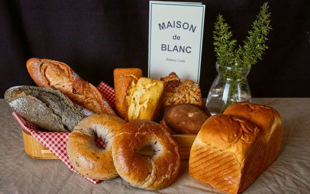 Maison De Blanc - Bakery & Dessert Cafe ở Hà Nội