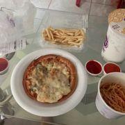 Trà sữa vs khoai tây chiên thì ngon, còn mỳ ý thịt bò bằm vs pizza gà nấm cũng tạm, không ngon lắm 😂